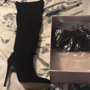 Size 7 Black Heeled Boot